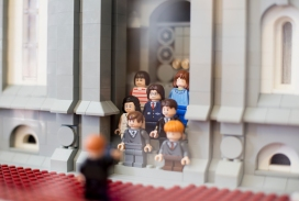 Though they're twice the scale of the temple, Jungheim used genuine mini-figs for the wedding entourage outside the temple. There are even a few familiar faces from the Harry Potter collection.