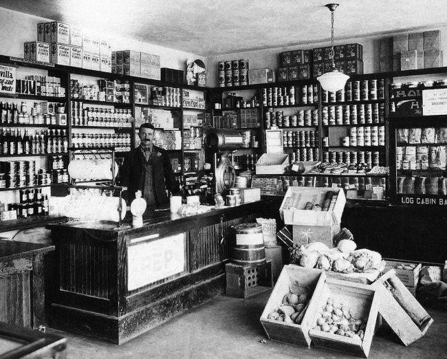 Dyer Grocer